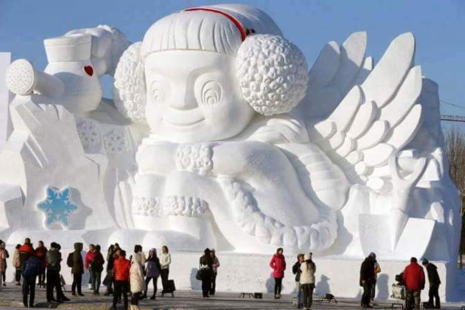 White beauty – Delicate snow sculptures