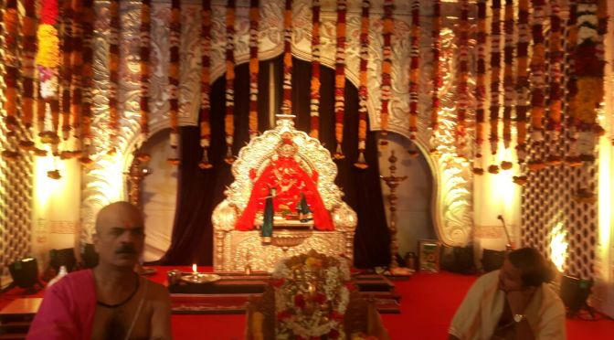 2 crores worth of real flowers are the reason for the beautitude of Siddhivinayaka the most auspicious Ganpati temple in Mumbai.